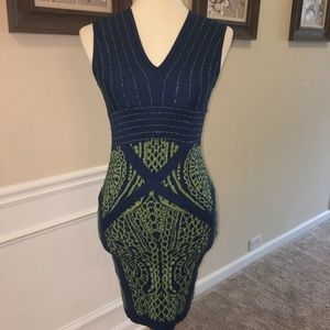 Sold!!WOW COUTURE BLU/GRN V NECK FIT STRETCH